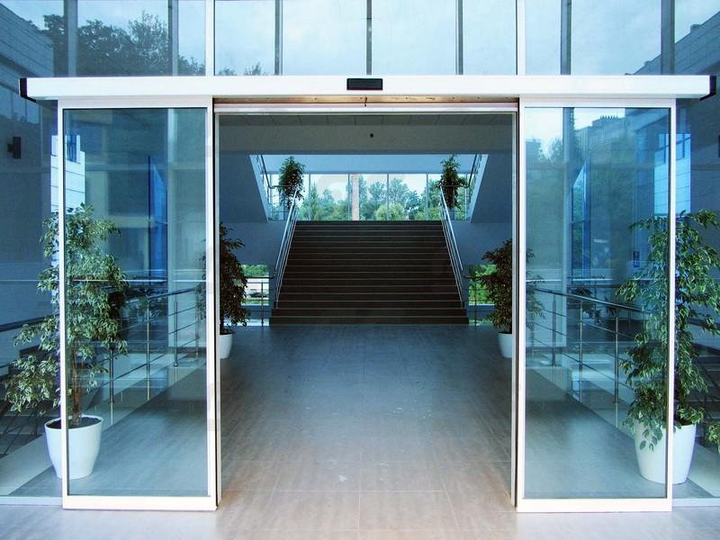 автоматические алюминиевые двери