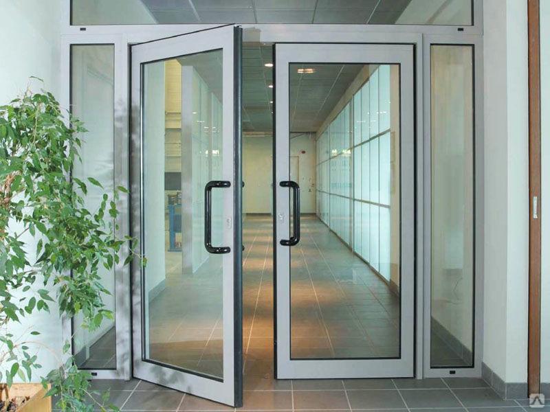 распашные двери из алюминия